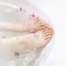 足の臭いは爪垢が原因?足爪の臭い対策と便利ケアアイテム