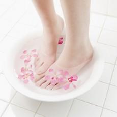 頑固な足の臭いをリセット!重曹の足湯でスッキリ素足美人